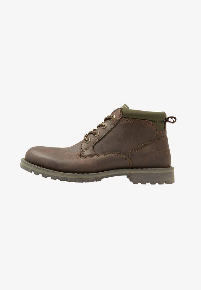 GUN - Sznurowane obuwie sportowe - brown