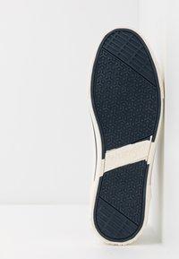 Wrangler - GLOBE VEGAN - Sneakersy niskie - white - 4