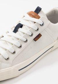 Wrangler - GLOBE VEGAN - Sneakersy niskie - white - 5