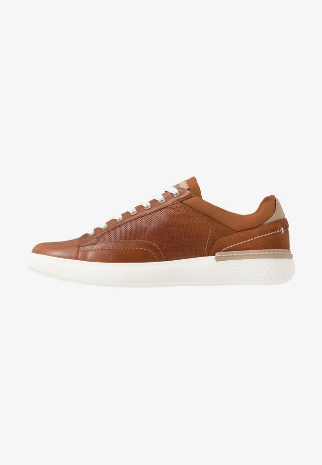 DISCOVERY DERBY - Sneakers laag - cognac