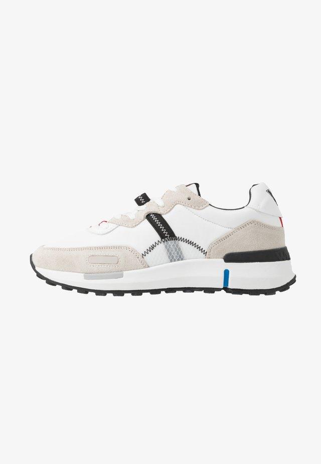 ICONIC - Sneakersy niskie - white