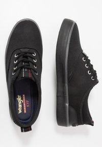 Wrangler - EPIC BOARD  - Sneakersy niskie - black - 1