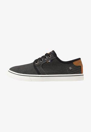 ODYSSEY DERBY - Sneakersy niskie - black