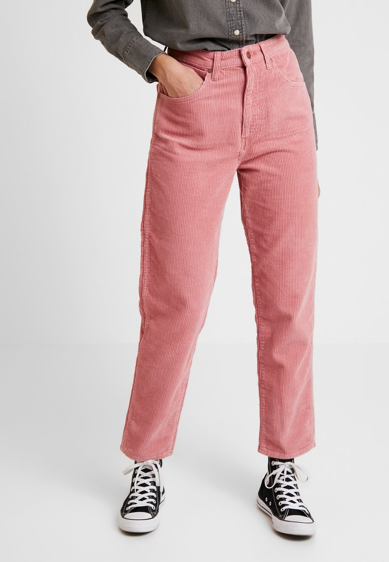 Wrangler - MOM - Trousers - brand apricot