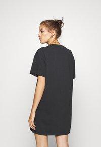 Wrangler - TEE DRESS - Sukienka z dżerseju - faded black - 2