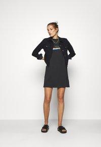 Wrangler - TEE DRESS - Sukienka z dżerseju - faded black - 1
