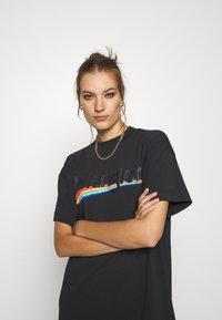 Wrangler - TEE DRESS - Sukienka z dżerseju - faded black - 3