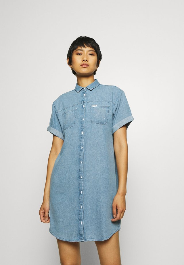 DRESS - Sukienka jeansowa - light indigo