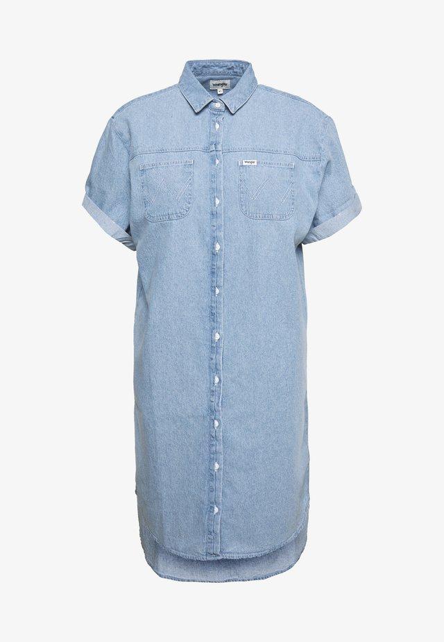 DRESS - Sukienka jeansowa - light indigo