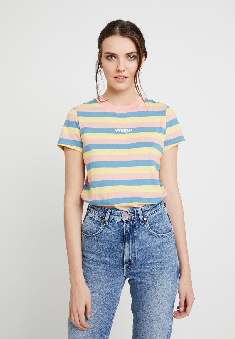 Wrangler - REGULAR TEE - T-Shirt print - peaches pink