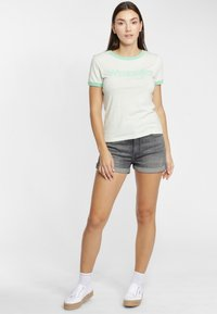 Wrangler - RINGER TEE - T-shirt z nadrukiem - almost aqua - 1