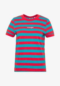 Wrangler - 80S REGULAR TEE - T-shirts med print - bittersweet red - 3