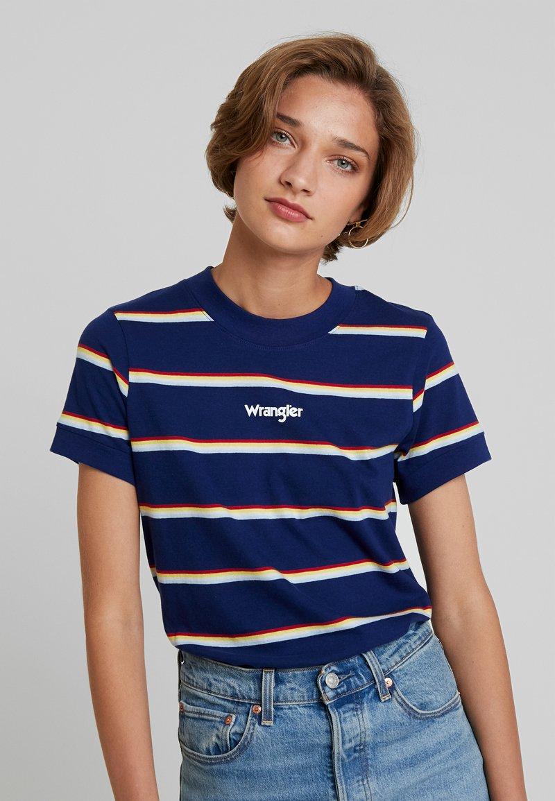 Wrangler - 80S REGULAR TEE - Printtipaita - blue depths
