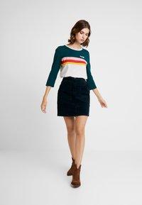 Wrangler - RAINBOW TEE - Long sleeved top - cloud blue - 1