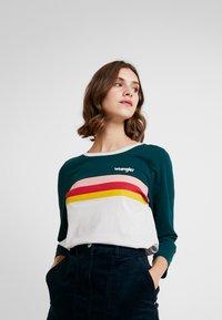 Wrangler - RAINBOW TEE - Long sleeved top - cloud blue - 0