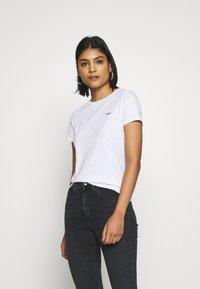 Wrangler - SIGN OFF TEE - T-shirt basic - white - 0