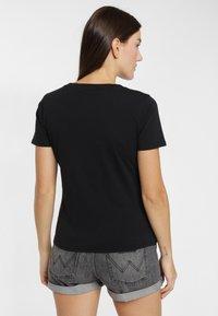 Wrangler - SIGN OFF TEE - T-shirt basic - black - 2