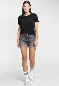 Wrangler - SIGN OFF TEE - T-shirt basic - black - 1