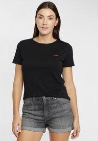 Wrangler - SIGN OFF TEE - T-shirt basic - black - 0