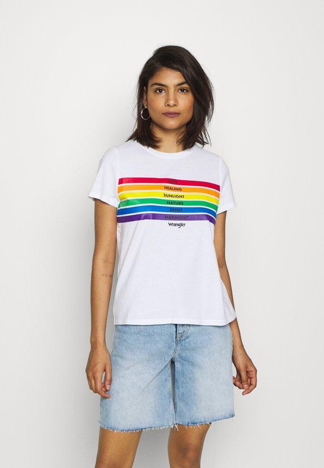 PRIDE TEE - T-shirt med print - white