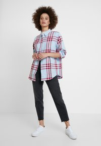 Wrangler - ONE POCKET - Overhemdblouse - light blue/red - 1