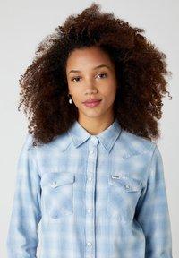 Wrangler - WESTERN - Button-down blouse - light indigo - 3