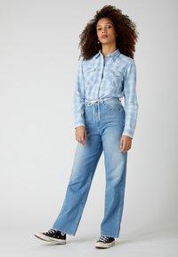 Wrangler - WESTERN - Button-down blouse - light indigo - 1