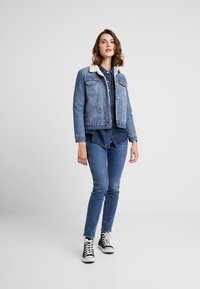 Wrangler - SHERPA - Kurtka jeansowa - blue denim - 1