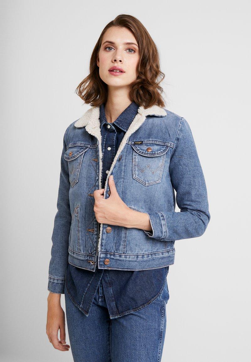 Wrangler - SHERPA - Kurtka jeansowa - blue denim