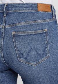Wrangler - Jeansy Slim Fit - blue - 4