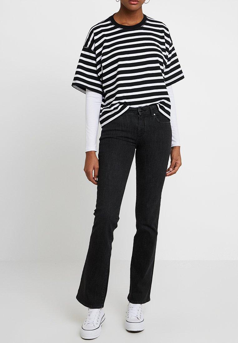 Wrangler - BODY BESPOKE - Jeans Bootcut - used black