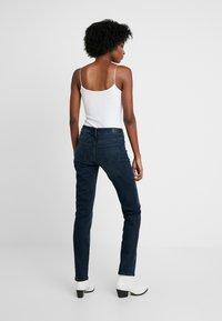 Wrangler - BODY BESPOKE - Jeans Straight Leg - blue skies - 2