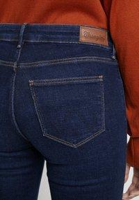 Wrangler - BODY BESPOKE - Jeans Bootcut - night blue - 4