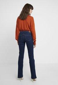 Wrangler - BODY BESPOKE - Jeans Bootcut - night blue - 2