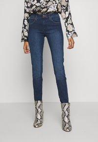 Wrangler - Jeans Skinny Fit - true dark - 0