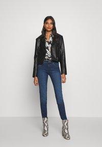 Wrangler - Jeans Skinny Fit - true dark - 1
