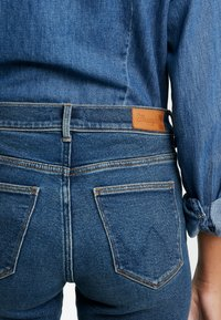 Wrangler - HIGH RISE - Jeans Skinny Fit - used tint - 4