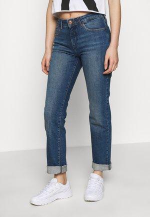 Jeansy Straight Leg - madagascar