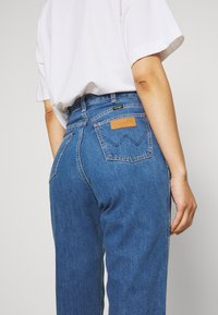 Wrangler - MOM  - Relaxed fit jeans - summer breeze - 4