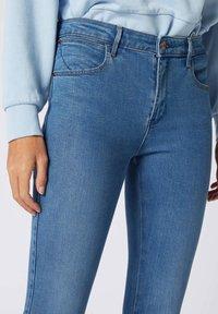 Wrangler - Jeansy Skinny Fit - mottled blue - 2