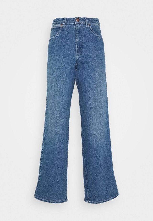 MOM RELAXED - Jeansy Straight Leg - blue denim