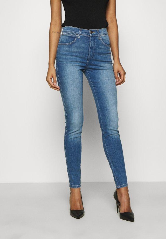 HIGH RISE BODY BESPOKE - Jeans Skinny Fit - stayin light