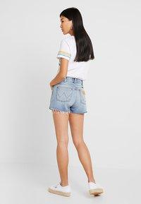 Wrangler - Denim shorts - blue hawaii - 2