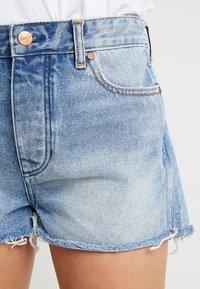 Wrangler - Denim shorts - blue hawaii - 4