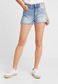 Wrangler - Denim shorts - blue hawaii - 0