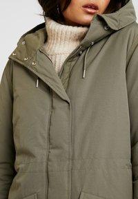Wrangler - DUSTY  - Zimní kabát - olive - 4