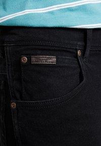 Wrangler - TEXAS STRETCH - Jeansy Straight Leg - black overdye - 3