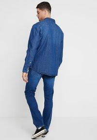 Wrangler - Skjorta - blue denim - 2
