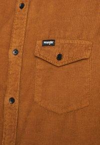 Wrangler - FLAP - Camisa - russet brown - 4