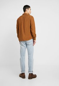 Wrangler - FLAP - Camisa - russet brown - 2